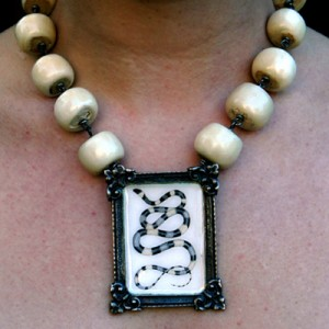 2ETN Bone Snake Necklace